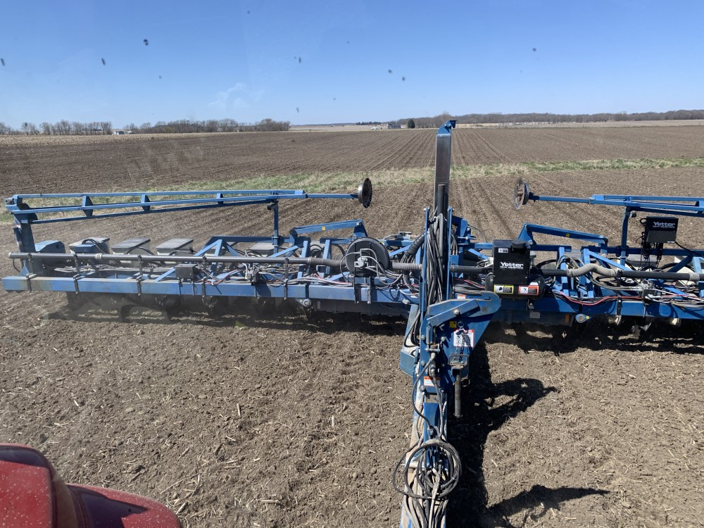 16 row Kinze planter with precision planting speedtubes